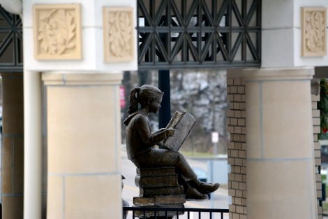 Only the statutes dare to read outside.